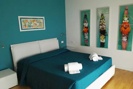 NICE AND BRIGHT WITH A LITTLE GARDEN (NUMBER 2) - Appartement