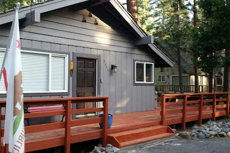 Cozy 2 bdrm walk to blue Lake Tahoe - Carnelian Bay - House
