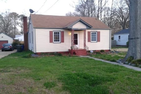 Centrally Located in Hampton Roads - Newport News - House