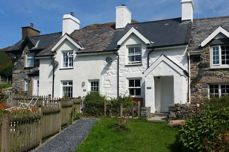 Cottage with hot tub boasting views over Snowdon! - Capel Curig