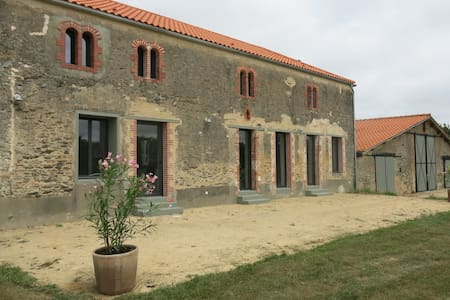 2015 Renovated Country Side Farm - L'Aiguillon-sur-Vie - Hus