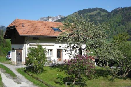 La Gruyère, entre prés et montagnes - Val-de-Charmey