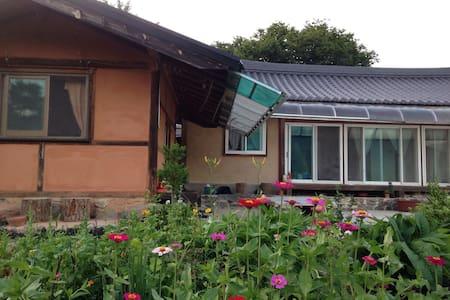 Moonlight Terrace Hanok Guesthouse - Sannae-myeon, Namweon