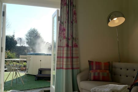 Cosy Snug with Hot Tub. Close to the Eden Project - St Austell