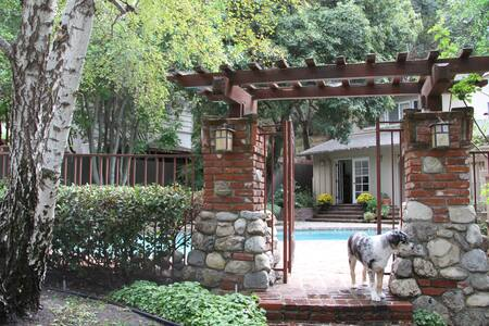 Foothills Hideaway Room w. Fireplace & Pool - House