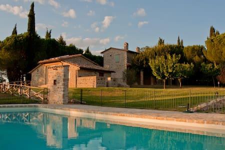 Relax in the hearth of Italy,Umbria - Perusa - Villa
