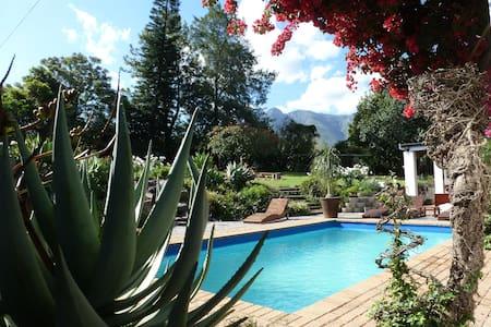 Marula Lodge Guesthouse - Bed & Breakfast