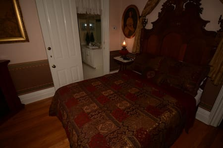 Ashley Room - Allegan - Bed & Breakfast