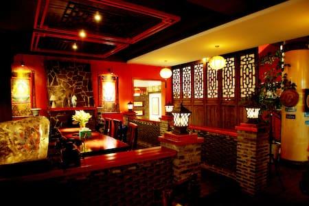 漓江边,古色古香,富有浪漫情调的民间客栈 - Bed & Breakfast