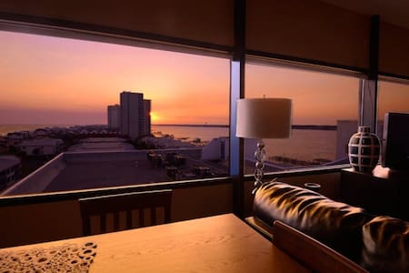 PENTHOUSE HIDEAWAY: ROMANTIC HAVEN! - Condominium