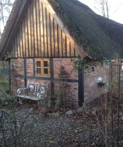 Kleines reetgedecktes Ferienhaus - Casa