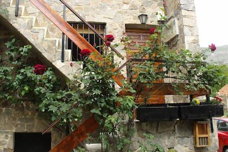 Casa en Valverde de los Arroyos - House