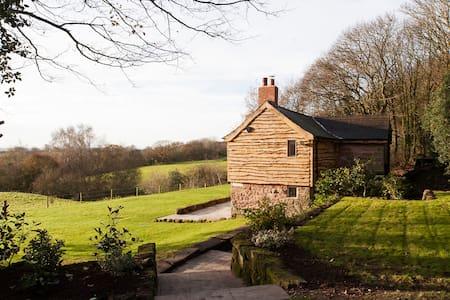 romantic cottage on private estate - Dom