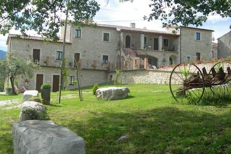 Antico borgo in pietra  - Bed & Breakfast