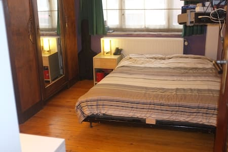 Double-bed room close to citycenter