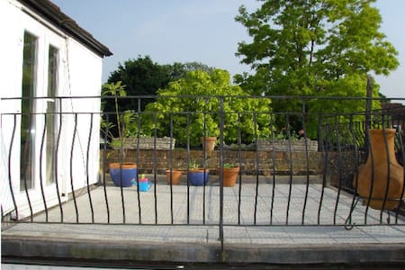 Holiday cottage in Thames village - Staines-upon-Thames - House