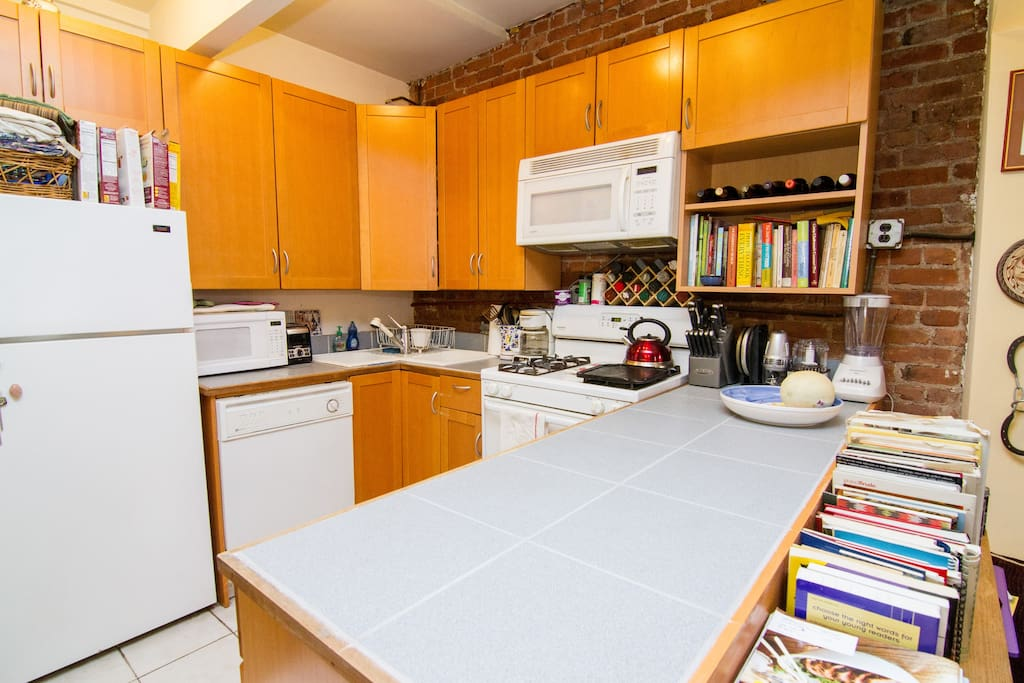 Fully equiped kitchen with lots of counter space.