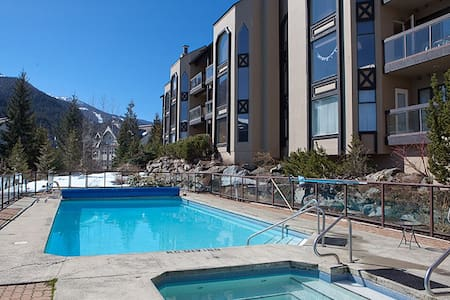The top 20 whistler vacation cabin rentals airbnb for Whistler cabin rentals