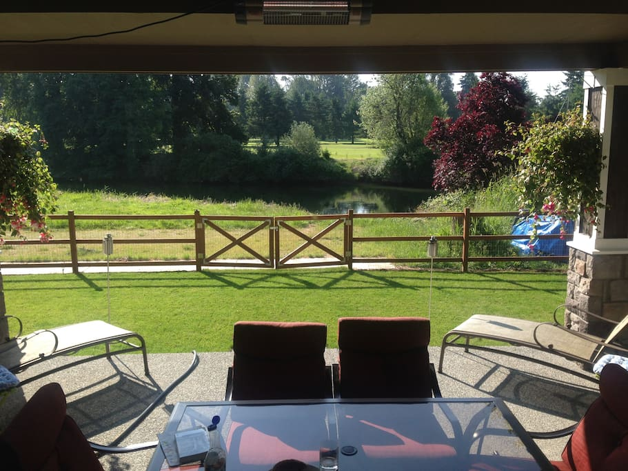 Enjoy the Duwamish River and Foster golf course as the backyard!