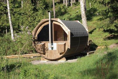 Stuga med kamin och bastu:-) - Hestra - Blockhütte