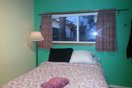 Cozy Priv Rm 2blks from Beach House - Hermosa Beach - House