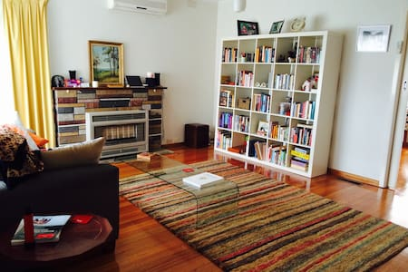Beautiful spacious family home - West Footscray - Bed & Breakfast