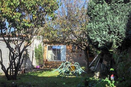 Studio en jardin, Cerca Paris! - Montreuil - Blockhütte