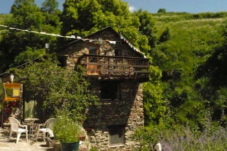 La Girada, stone built Mountain gite at 1500m! - House