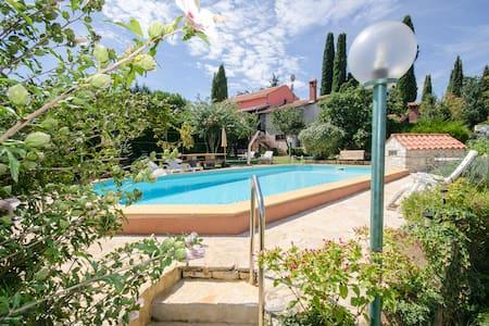 Villa 4 Murri, HAUS FUER 6 - 8 PERS - Rovinjsko Selo - Villa