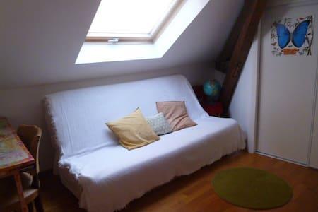 Petite chambre sous les toits, centre ville - Gap