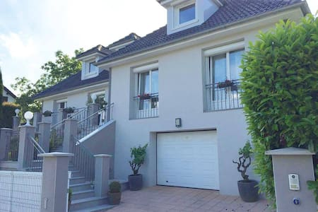 Chambre EURO 2016 St-Etienne - Villa avec piscine - Villars - Villa