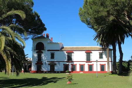Hacienda(Cortijo) with pool in Doñana N. Park. - Casa