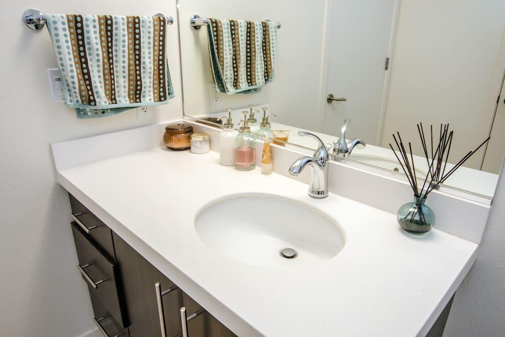 Serene & Sunny w/ private bathroom