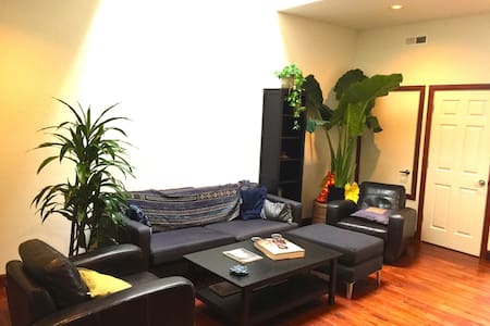 Downtown Oakland Condo Easy to SF