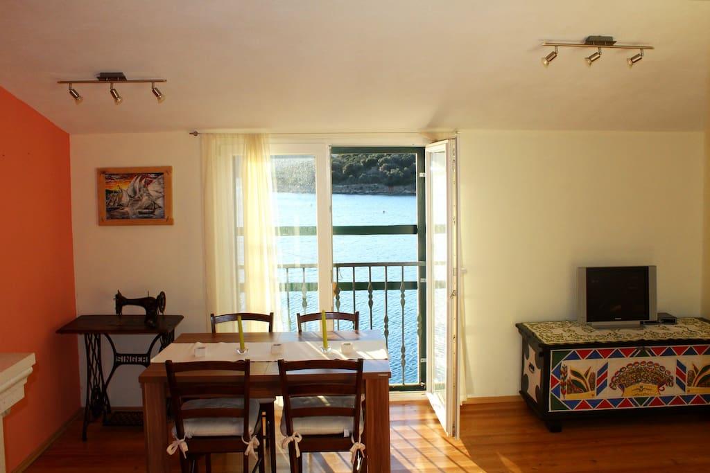 dinning/living room sea view