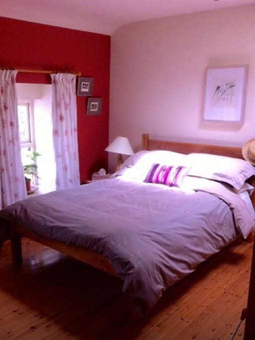 Double room (can add a single bed also) bright and spacious