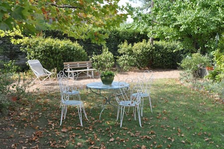 Chambre de charme au calme, dans village provençal - Haus