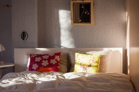 Cosy guestroom near university + Dondersinstitute! - Maison