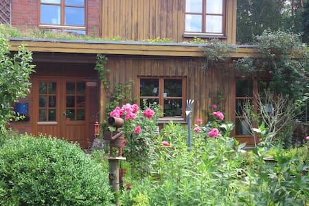 Ökohaus mit Garten und Wald - Pensió