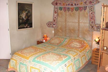 Chambre dans maison quercynoise - Bed & Breakfast