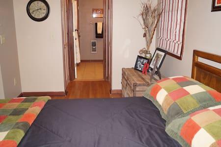 Cozy Room on Watauga River - House
