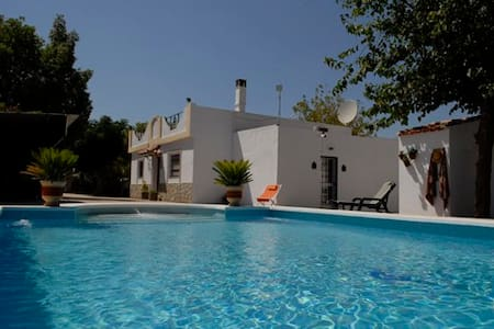 Villa Los Paraisos luxurious B&B - Marchena - Bed & Breakfast