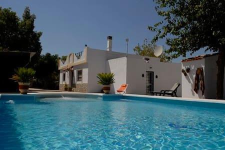 Villa Los Paraisos luxurious B&B - Wikt i opierunek