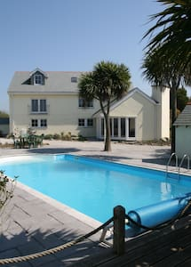 Tranquil Holiday Cottage with Pool - Penzance - Casa