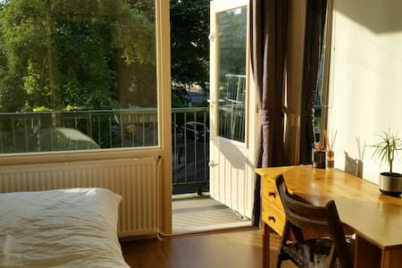 Beautiful room with private balcony - Rijswijk - Apartment