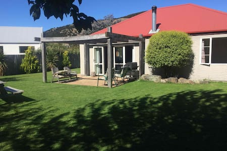 Quiet, Sunny Spacious 4 Bed House