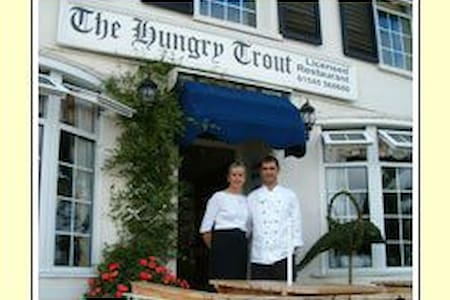 The Hungry Trout Guest House - Bed & Breakfast