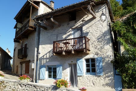 Lovely White Quercy Stone Cottage - Haus