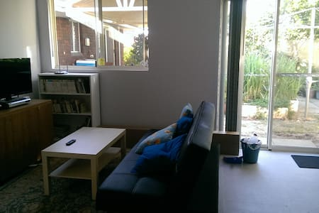 Cozy 3 bedroom granny flat with a garden view - Bull Creek