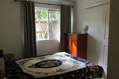 Lovely En-suite, Close to UQ for students - Hus